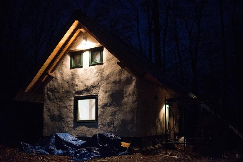 Strawbale Cottage By Night