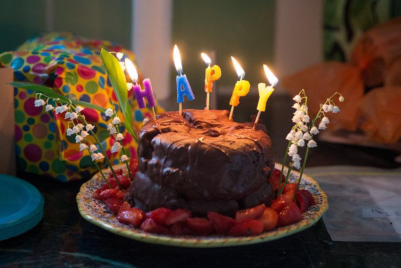 A Birthday Cake for Mom/Lisa