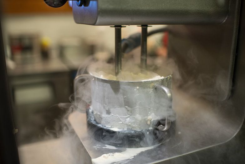 Liquid Nitrogen-Cooled Ice Cream Mixer