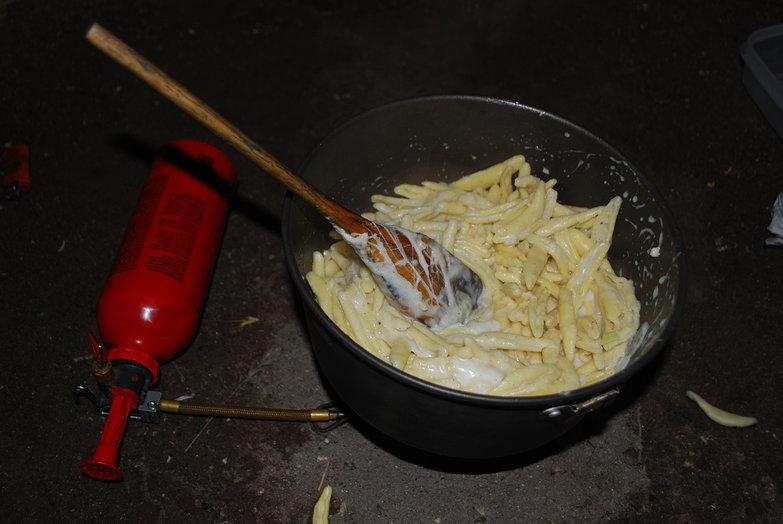 Cheesy Garlic Cream Sauce Pasta