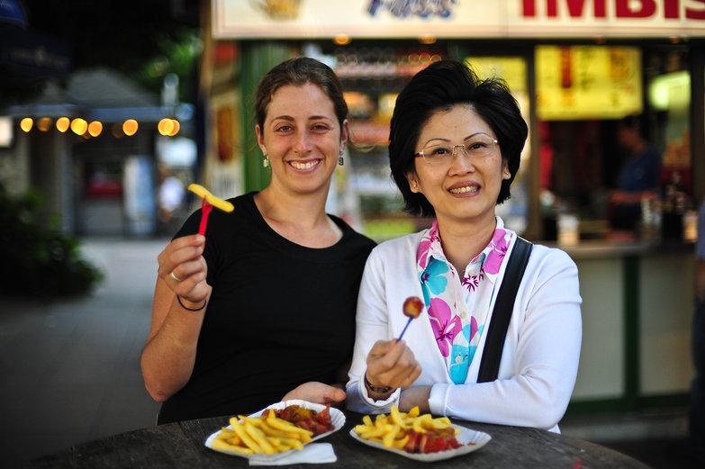 Tara & Ann & Currywurst