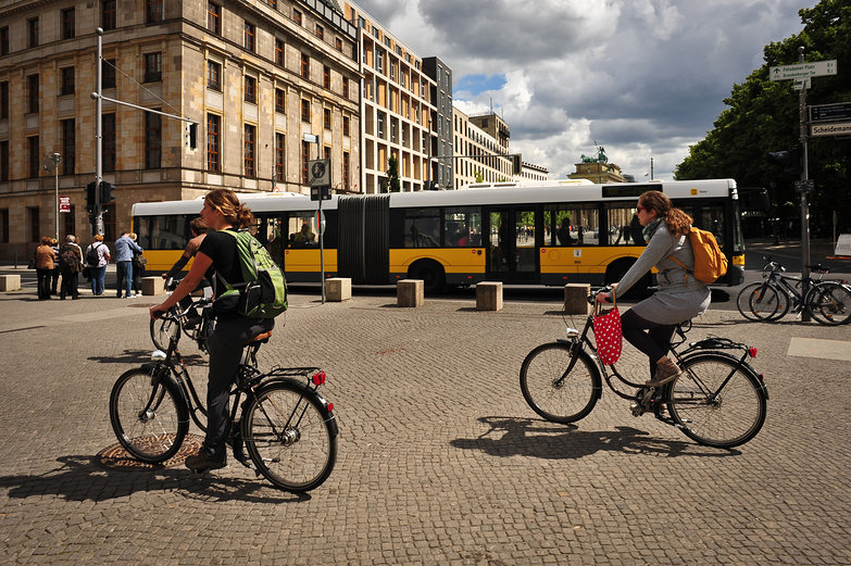 Tara & Nadine Cycling in Berlin
