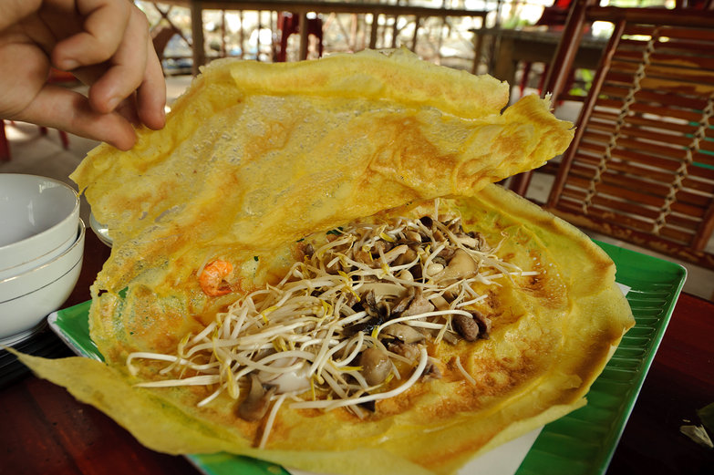 Giant Crispy Crepe Filled with Beansprouts & Mushrooms