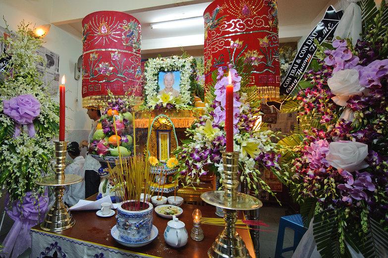Vietnamese Funeral Arrangement