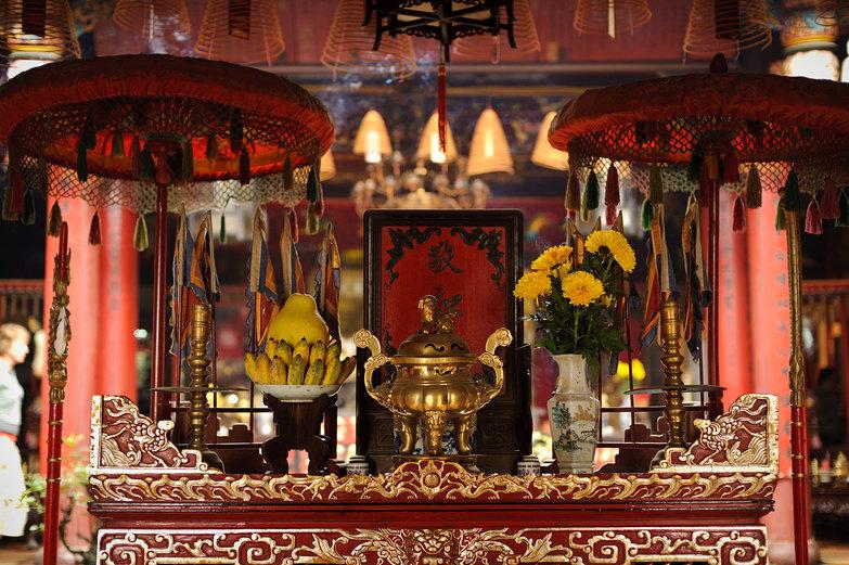 Quan Cong Temple Altar