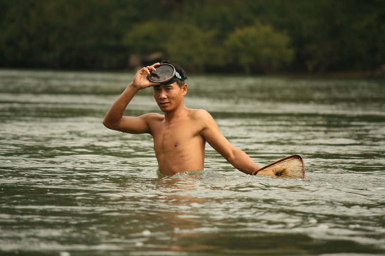 Lao Man Harvesting River Weeds (By Natasha)