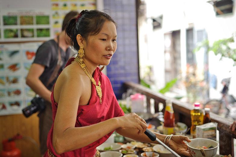 May Kaidee Teaching Cooking Class