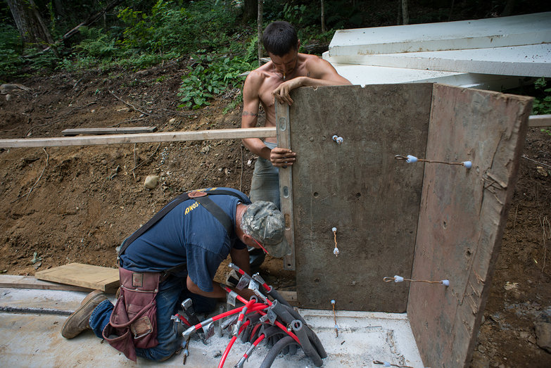 Pete & Chris Assembling Concrete Wall Forms