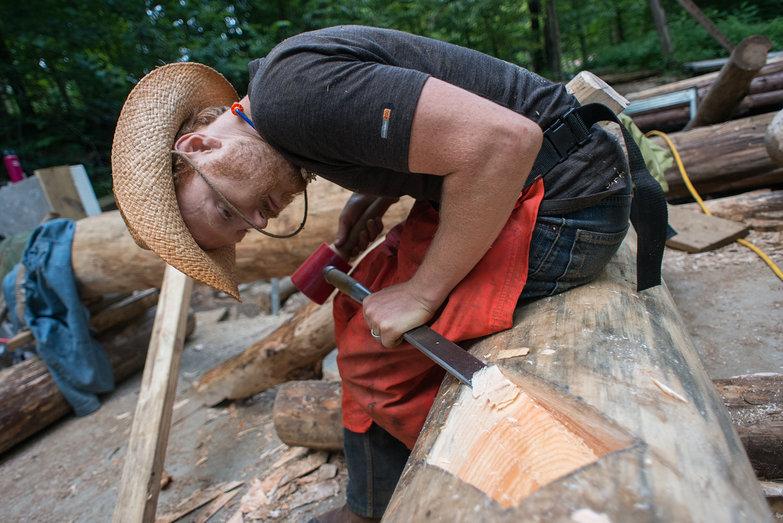 Tyler Chiseling Roundwood Grindbygg Knee Brace Seat