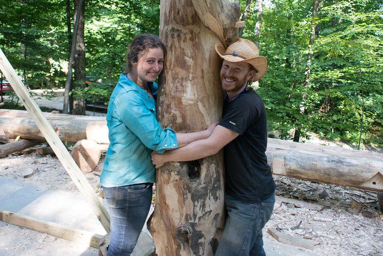 Us Hugging Grindbygg Post